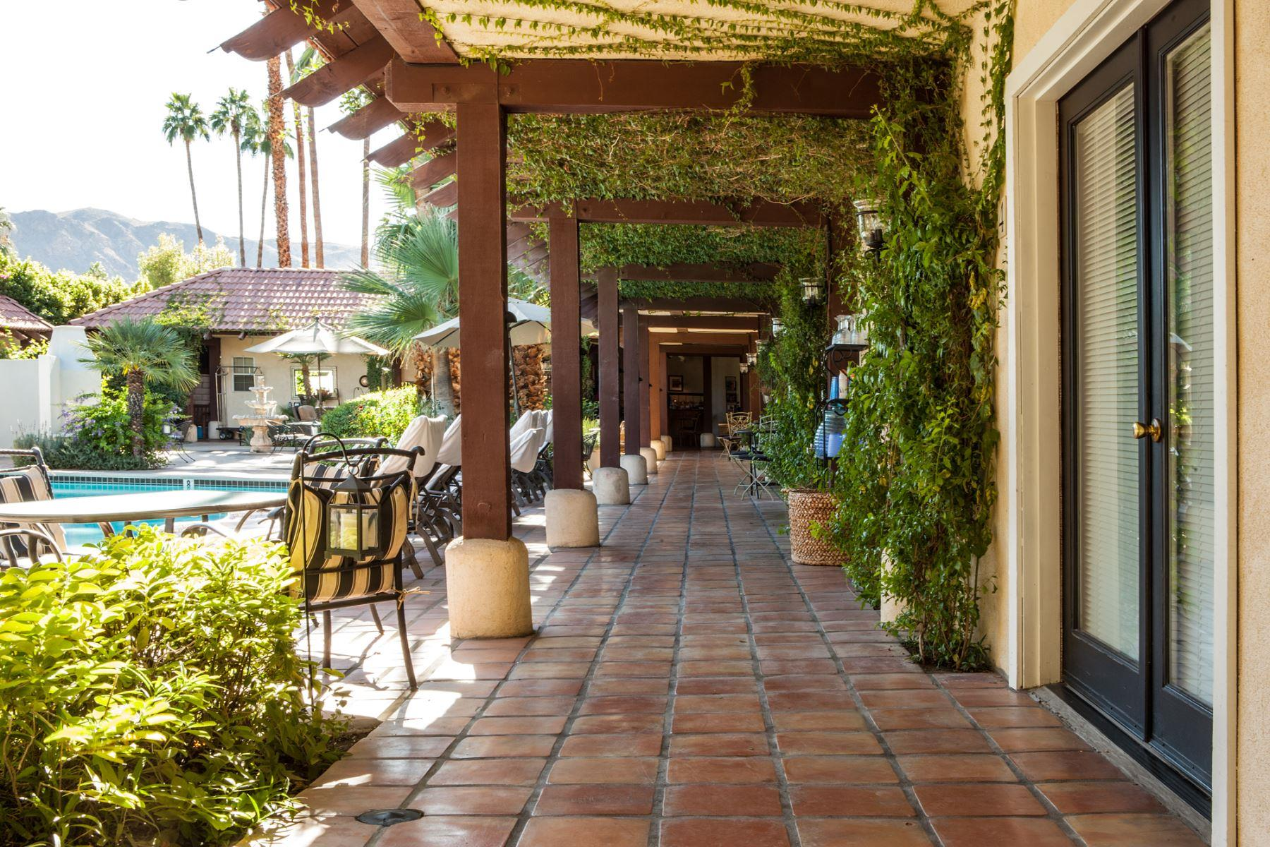 La Maison courtyard